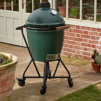 Integrated Nest Handler - If you want the versatility to move your EGG around your garden or patio, this is the base for you! A sturdy mobile base on wheels, complete with a handler.