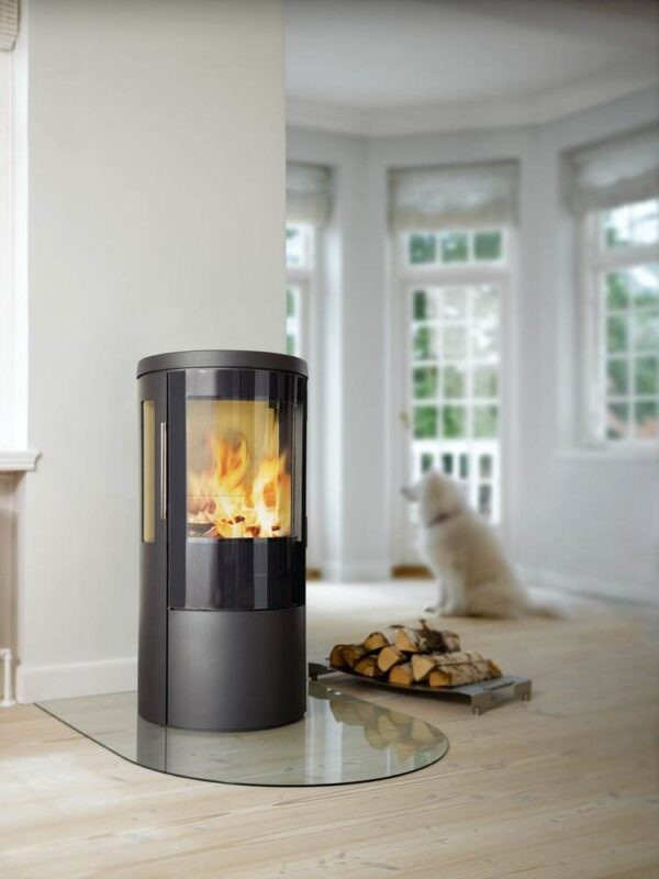 Hwam 3630 - HWAM 3630 is an eco-friendly wood-burning stove and has a wood section below the combustion chamber, which is concealed behind a beautiful door. This can be used for storing lighting tools so that they are close at hand.