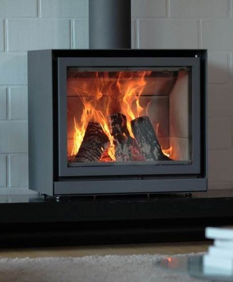 Stuv 16/58 Cube - Ideal solution for main, top-up or background heating, available in three sizes. This wood-burning stove can be placed on a Stûv base, an artisan-crafted base or a piece of furniture. A fan can be added as an option.
