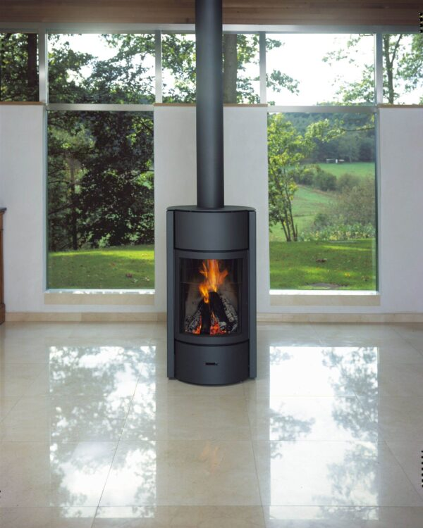 Stuv 30 Low - The Stuv 30 is the very first wood-burning stove to offer three modes of use. Although now in its third generation, it is still revolutionary with its 3-in-1 system: open fire, glass door, or solid door. To change the mode of use you just need to pivot the drum of your Stuv 30 to the desired position. <hr /> Please get in touch when ordering to order/discuss the correct smoke outlet, etc.