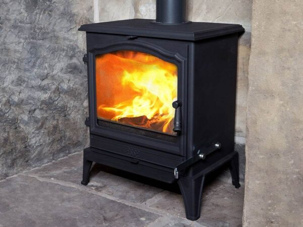Esse 700 SE - This majestic model – the largest in our ever-popular Vista range – delivers a mighty 9kW heat output, enabling it keep every corner of even the largest living space beautifully warm…  Featuring our signature arch window styling, and a widescreen view of the flames within, our 700 Vista is ideally suited to bigger fireplaces, or for installation as a free-standing focal-point.  Its traditional looks may bring to mind comfortably country living, but this clean-burning, energy-efficient wood-burner is perfectly at home in town, too; approved for use in smoke control zones – for which an additional room vent is required.