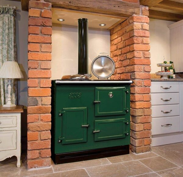 Esse 905 WN - This classic three-door, two oven range cooker features advanced ESSE technology for outstanding fuel-efficiency. And its firebox is big enough that you can simply load it up with large logs, and forget all about it while you get on with cooking something utterly delicious.