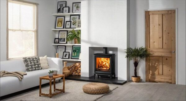Stovax Chesterfield 5 Wide - Combining innovative combustion systems, superb flame visuals and timeless styling, the Chesterfield wood burning and multi-fuel range is the sum of over 38 years of British design and engineering.