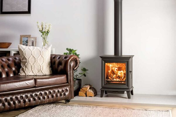 Stovax Chesterfield 5 - Combining innovative combustion systems, superb flame visuals and timeless styling, the Chesterfield wood burning and multi-fuel range is the sum of over 38 years of British design and engineering.