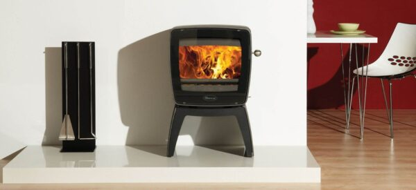 """Dovre Vintage 35 - The state of the art?<a href=""""https://dovre.co.uk/labels/cleanburn/"""">Cleanburn</a>?technology and?<a href=""""https://dovre.co.uk/labels/airwash/"""">Airwash </a>system, deliver an impressive flame picture to create the perfect atmosphere in your home. This wood burning, vintage inspired cast iron stove is available in a choice of sophisticated? finishes, which can also be teamed with the stunning tablet stand as an alternative to the slender legs variant. With these options, there is sure to be a Dovre Vintage 35 stove to complement any stylish interior"""