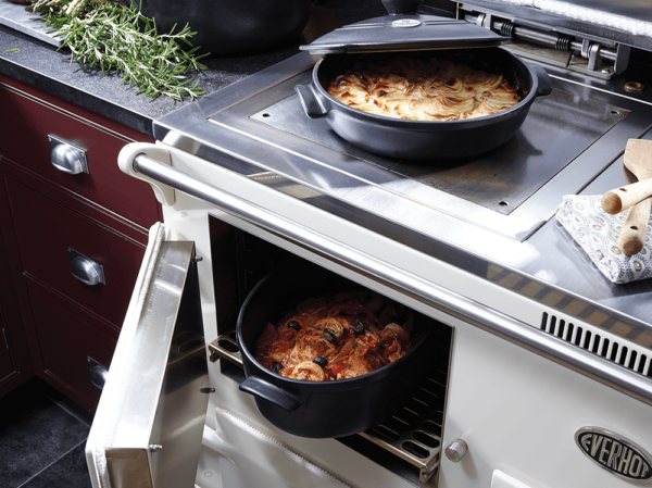 Everhot 150i - Offering the height of technology and classic design, the Everhot 150i has three independently controlled ovens (roasting, baking and slow cooking), an additional plate warming oven, cast iron hot and simmer plates and a three-zone induction hob.