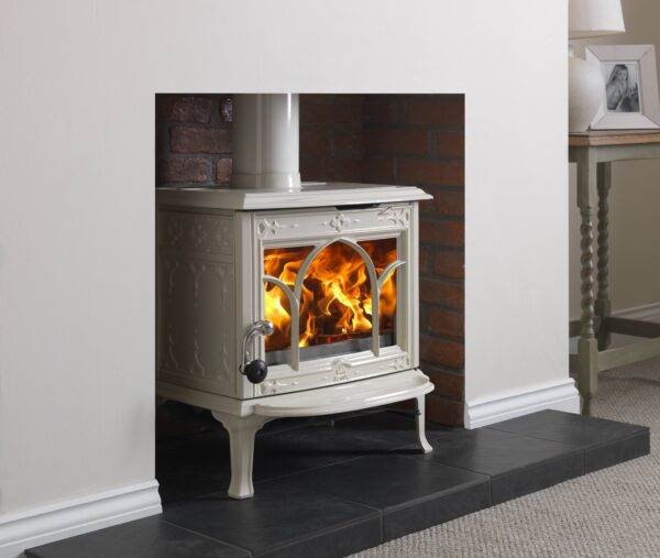 Jotul F100 - The Jøtul F 100 is a small wood stove with capacity for logs ofup to 40 cm long. This model has a small internal ash removal solution that makes removing the ashes an easy job. The ash lip catches ashes and sparks that may fall out of the combustion chamber.  The wood stove has a large glass door that provides a perfect view of the burning logs and it is characterised by a traditional pattern used in Norwegian craft work. F 100 is available in maintenance free enamel or black paint.