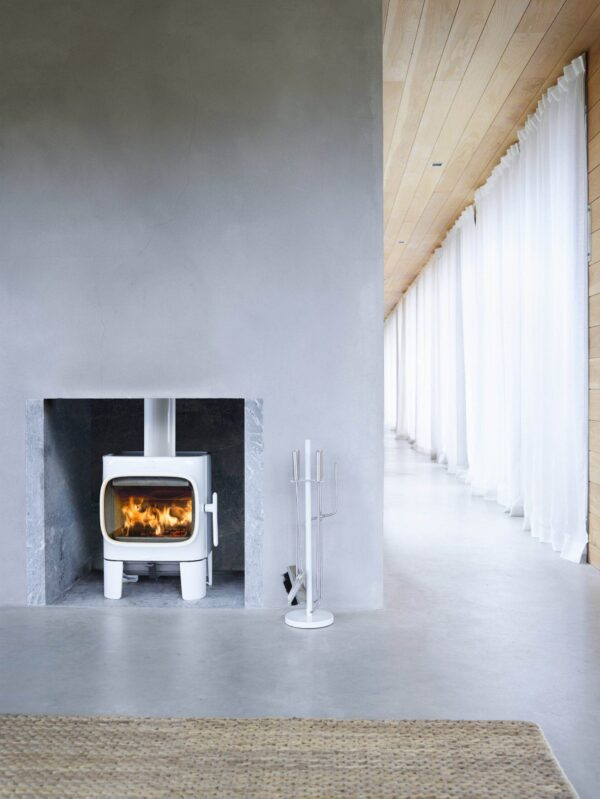 Jotul F105 - The J?tul F 105-series has a confident and friendly character. In spite of its size the J?tul F 105 is a wood stove that stands out from the rest. Some of the distinctive design elements of this wood stove include the large horizontal glass door, which offers a great view to the fire and the intuitive air control that make it very user friendly.
