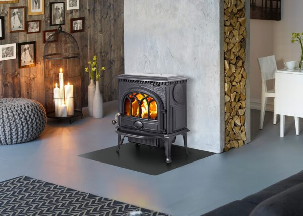 Jotul F3 - The Jøtul F 3 log burning stove has been a favourite for many years and is still one of Jøtul's best selling wood stoves. The wood stove has a horizontal format which provides a spacious combustion chamberfor larger logs. The design is easy to appreciateand can easily be combined with many different interiorstyles. The glass door provides a perfect view of the burning logs and an external ash removal solution ensures easy removal of the ashes. This is hidden by a practical ash lip that catches sparks or ashes if they fall outside the door, in an efficient way.
