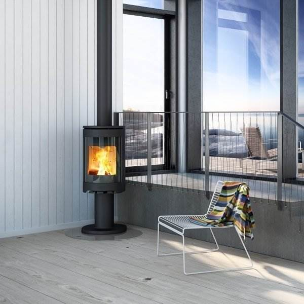 Jotul F480 Series - The Jotul F 480 series consists of two variants, both fully cast iron, convection stoves which can be positioned close to combustible walls. The tall burn chamber gives room for high, dancing flames and the rounded glass offers a great view to the fire from the side.