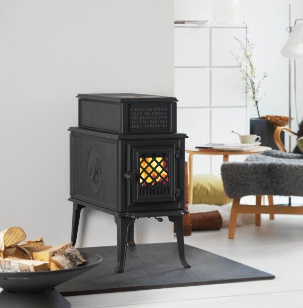 Jotul F118 - Jøtul F 118 is a classic wood burning stovewhich has been upgraded by the inclusion of cleanburn technology and new details. It was designed in the late 1930's, amongst others by the famous artist Ørnulf Bast. The woodstove has a deep combustion chamber that cater to 60 cm logs and offers exceptionally long burntime. On the top it has a practical cooking plate.