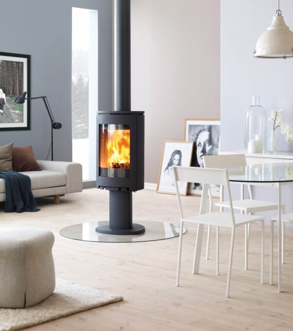 """Jotul F360 Series - Our new Jøtul F 360 Advance series consists of five main cast iron models. Each of which can be customised. In the same way as our award-winning<a href=""""https://jotul.com/int/products/wood-stoves/f-370-advance/jotul-f-373-advance"""" target=""""_blank"""" rel=""""noopener noreferrer"""">Jøtul F 370 Advance series</a>, the new stoves have different leg modules, and you can add items like turn plates, adhesives and high top to achieve the stove you want."""