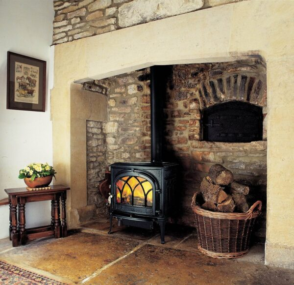 Jotul F500 - This is a large wood burning stove in a classic design, with one of the largest style doors available, which gives a fantastic view of the flames. Side and front door loading options allow for the wood stove to be positioned in a variety of settings.