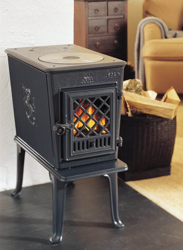 Jotul F602 - Jøtul F 602 is one of Jøtul's timeless cast iron wood burning stoves. Designed in the lated 1930's by architects Blakstad og Munthe-Kaas and decorated by sculptor Ørnulf Bast, it has been a bestselling wood stove for many years. It has since gone through several technical upgrades and today it features modern and clean combustion.