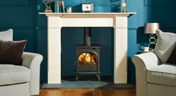 Stovax Huntingdon 25 - Traditional ?Gothic? styling has made the Stovax Huntingdon range popular but most stove models are also offered with a clear door window. Available in 5 stove sizes.