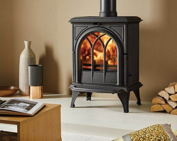 Stovax Huntingdon 28 - Traditional 'Gothic' styling has made the Stovax Huntingdon range popular but most stove models are also offered with a clear door window. Available in 5 stove sizes.