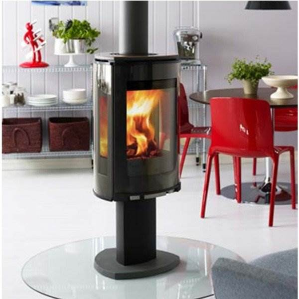 Jotul GF373 - This gas stove is based on the award-winning Jøtul F 370 series and offers the same contemporary cast iron styling in a free-standing balanced flue stove complete with log fuel effect. It is the perfect combination of design and craftmanship. The Jøtul GF 373 utilises the new JøtulBurner III to create an exceptional view from any angle.