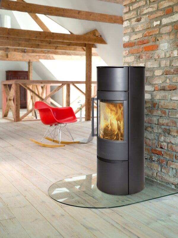 Wiking Luma 6 - The WIKING Luma 5 and WIKING Luma 6 design includes a heat store above the combustion chamber, making them the tallest models in the Luma series. The heat store can be filled with heat storage stones, which store heat from the stove and slowly release it into the room.