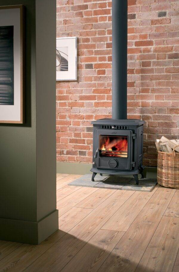 Aga Much Wenlock Classic - The Much Wenlock Classic is a medium sized solid fuel and wood stove ??it?s simple and easy to use and can be left to burn overnight.