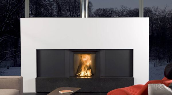 Stuv Micro Mega - Insert with retractable door: the window slides to allow operation as an open fire, and can be lowered to benefit from the performance of a closed fire.