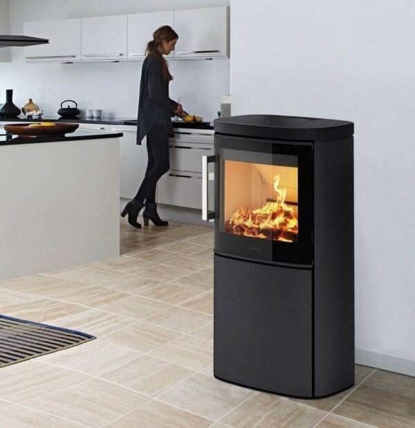 Hwam 4640 - Do you want a discrete stove capable of heating up your home and creating a good atmosphere? Then this stove may appeal to you, as it is the smallest model in the HWAM 4600 series, which is characterised by its extra wide glass section which broadens the view of the dancing flames.