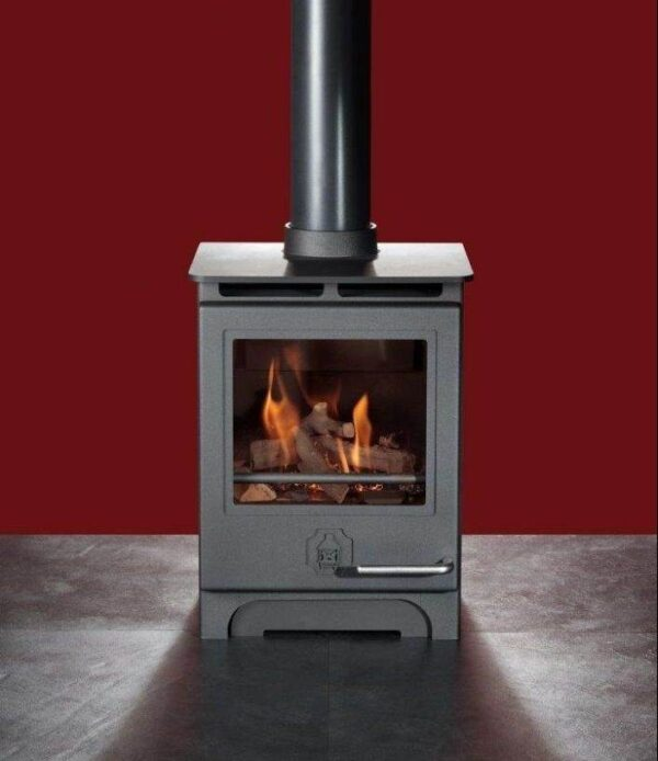Woodwarm Phoenix Gas 3.5kw - Designed for style, comfort and maximum efficiency, our Gas Range brings instant control at the touch of a button. All the Phoenix Gas Range run on Natural Gas or LPG. Phoenix Gas Stoves are handcrafted in Devon to the highest possible standards and are modelled on the popular Phoenix Multifuel Range, with its large feature glass door. The Phoenix Range comes with the option of a unique fan assisted convection system and with a choice of log or coal effect.