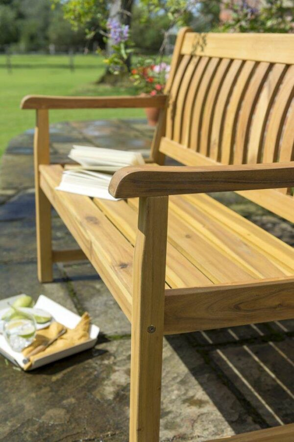RHS 4ft (120cm) Bench - The luxurious RHS Chelsea range is made from natural eucalyptus wood with a hand coated teak oil finish. Traditional in style, the RHS Chelsea seating is made for garden lovers. Expect high-quality in every little detail.