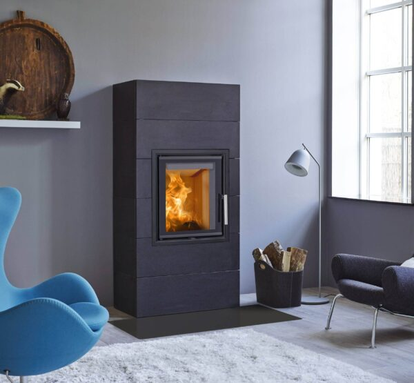 Scan 5001 - This new series of contemporary inserts offers a subtle design, allowing the large view to the flames to dominate the room. Choose from traditional doors or guillotine, and between glass on one, two, or three sides. Light burn plates in chamotte provide a light look and an airy feel.