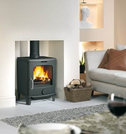 Jotul F145 - The Jøtul F 145-series is a small, classic wood stove with a modern touch to it. The beautiful soapstone cladding offers heat retaining function whilst it frames the unobstructed view of the flames.For rooms with limited space or low heat requirements, thisF 145 presents an ideal choice.