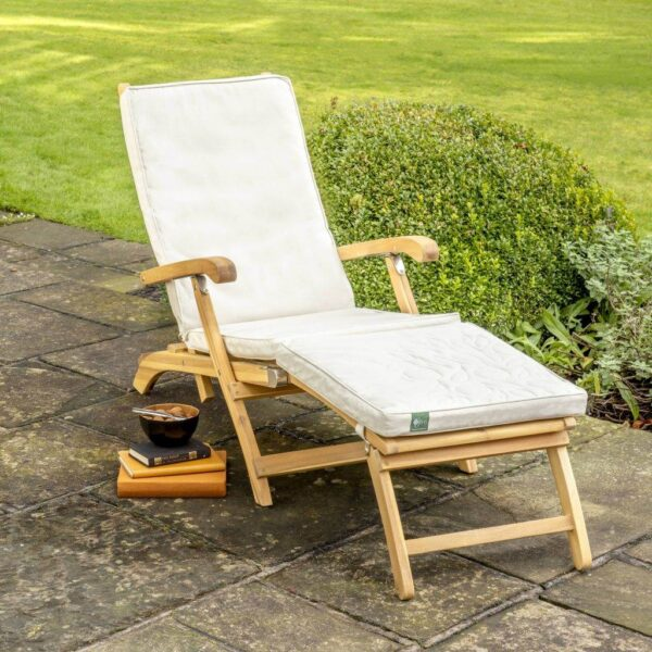 RHS Steamer Chair Cushion - The luxurious RHS Chelsea range is made from natural eucalyptus wood with a hand coated teak oil finish. Traditional in style, the RHS Chelsea seating is made for garden lovers. Expect high-quality in every little detail.