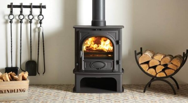 "Stovax Stockton 5 Midline - As an alternative to the standard?<a title=""Stovax Stockton 5 stove"" href=""https://www.stovax.com/stove-fire/stockton-wood-multi-fuel-stoves/stockton-5/"">Stovax Stockton 5 stove</a>, you can choose the Stockton 5 Midline wood burning and multi-fuel version. This design offers a slightly more integrated, contemporary slant that is particularly suited to modern interiors yet still provides all the benefits of the original model."