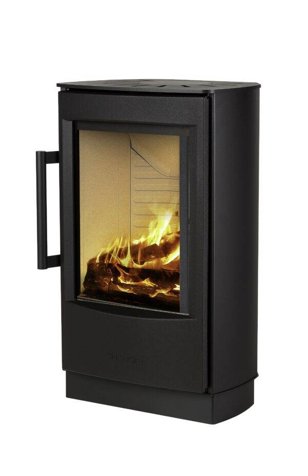 Wiking Miro 2 - Through WIKING Miro's broad side glass and the large glass pane in the sturdy cast iron door, there is ample opportunity to watch the flames in the open and bright combustion chamber. Slightly slanted angles at the back enhance the looks of WIKING Miro - not only on an even wall, but also in a corner.