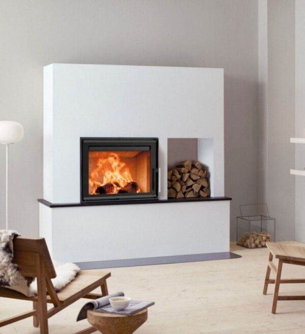 Scan 5002 - This new series of contemporary inserts offers a subtle design, allowing the large view to the flames to dominate the room. Choose from traditional doors or guillotine, and between glass on one, two, or three sides. Light burn plates in chamotte provide a light look and an airy feel.