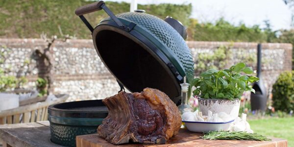 Large Big Green Egg Bundle (including ConvEGGtor) - <strong>What's Included:</strong> Large Big Green Egg Metal Nest Stand with Handler ConvEGGtor Charcoal 9kg Internal Firebox, Fire Ring & Fire Grate Stainless Steel Cooking Grid Cast Iron searing grate Regulator Cap Tel-True Thermometer Dome Gauge