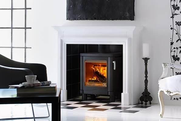 Contura 51L - The Contura 51L low-leg model is ideal for recessing into a fireplace opening. A modern cast-iron stove with clean lines, removable handle and single air-control for practical functionality in a timelessly classic design. The cast iron stove Contura 51L is one of our best selling stove in the UK.