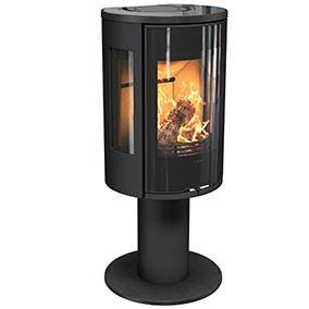 Contura 586 Style - With the wood burning stove mounted on a pillar, the fire gets a lift. The Contura 586 Style is a stove for those who like modern style. If you want to see more of the fire, choose a turntable. This allows the stove to be rotated and the light and heat to be experienced from different angles in the room. The new handles do not get hot and are integrated into the front of the stove.