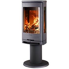 Contura 780 - We are taking the step into a new decade with the Contura 700 range. The contemporary design, by the renowned Swedish design group Myra, makes the stove an obvious focal point in all rooms - without taking up much floor space. Place the stove on a pillar and see even more of the already widely visible fire.