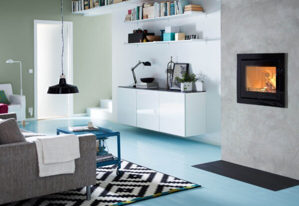Contura i6 - Contura i6 is our new insert which is ideal for those who have their own ideas and want to design their own fireplace. The generous glass area shows a lot of the flames. The efficient combustion technology gives more heat from the wood.