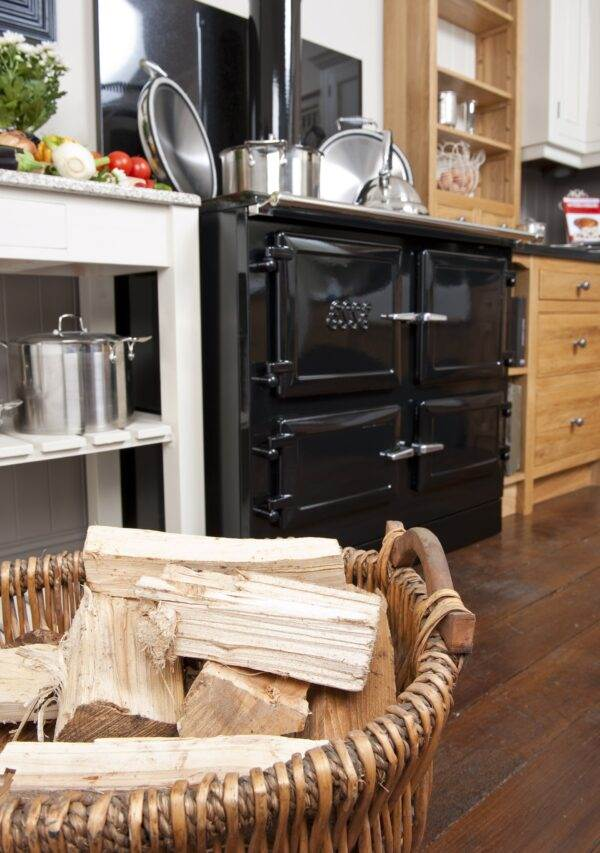 Esse 990 WN - Behind the classic 1930s ESSE styling, this is a truly advanced piece of engineering, capable of extraordinary day-in-day-out cooking performance with an absolute minimum of wasted energy. In fact, we believe the 990 WN is the cleanest-burning cooker of its kind.