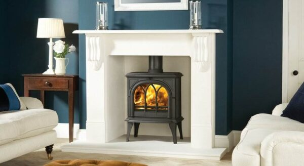 Stovax Huntingdon 35 - Traditional 'Gothic' styling has made the Stovax Huntingdon range popular but most stove models are also offered with a clear door window. Available in 5 stove sizes.