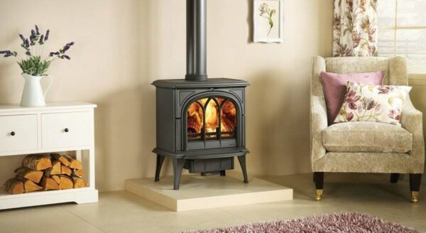 Stovax Huntingdon 40 - Traditional ?Gothic? styling has made the Stovax Huntingdon range popular but most stove models are also offered with a clear door window. Available in 5 stove sizes.