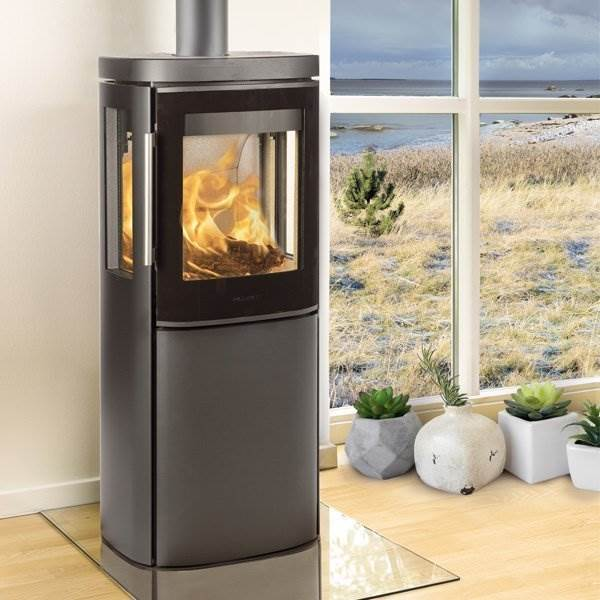 Hwam 4530 - A beautiful stove that both wall mounted and on a plinth, completing the interior design of every home.