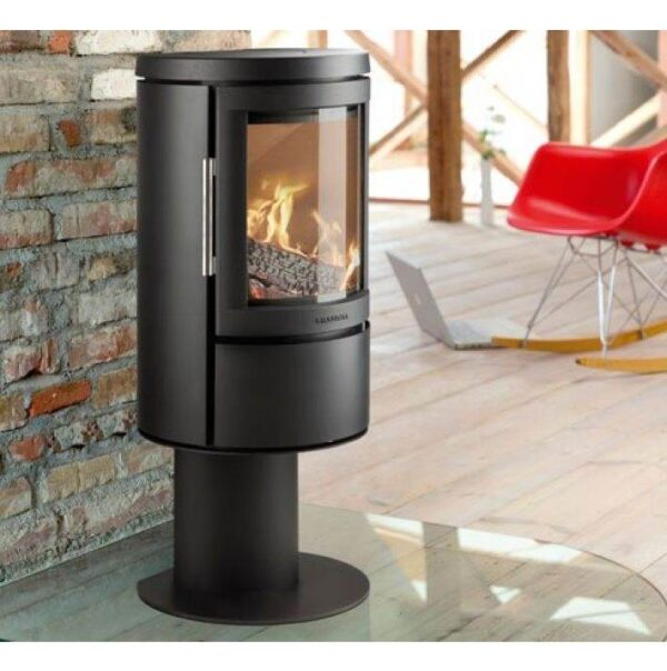Hwam 2620 - With the HWAM 2600 series, the Danish designers Henrik S?rig and Tobias Jacobsen have created another beautiful stove series which is grand in elegance yet small in size. The airwash system keeps the glass clean and ensures that the fascinating fire can be enjoyed through the curved glass pane in the cast-iron door.