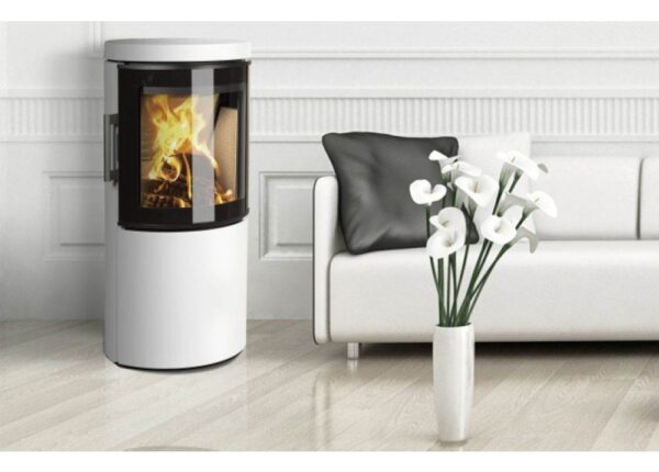 Hwam 3120 - The design of this elliptical stove series originates in pure Scandinavian lines and simple forms that make the HWAM 3100 series more than just stoves. They are also attractive items of furniture that will adorn and warm any home. Hung on the wall, it has a discreet expression and is particularly easy to clean.