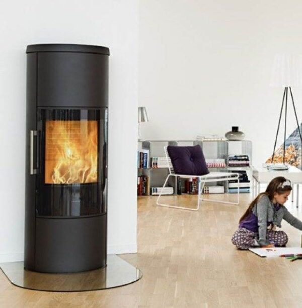 Hwam 3660 - HWAM 3650 is an ecofriendly and tall wood-burning stove with a concealed wood section and heat storage compartment. By placing stone in the compartment, the heat will be stored and gradually emitted for several hours.