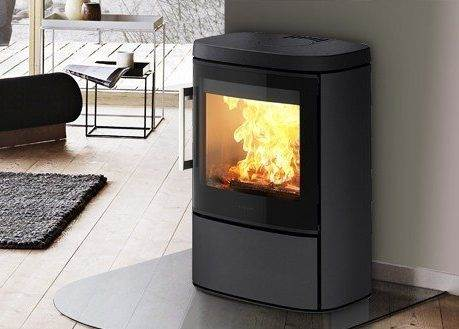 Hwam 4620 - Do you want a discrete stove capable of heating up your home and creating a good atmosphere? Then this stove may appeal to you, as it is the smallest model in the HWAM 4600 series, which is characterised by its extra wide glass section which broadens the view of the dancing flames.