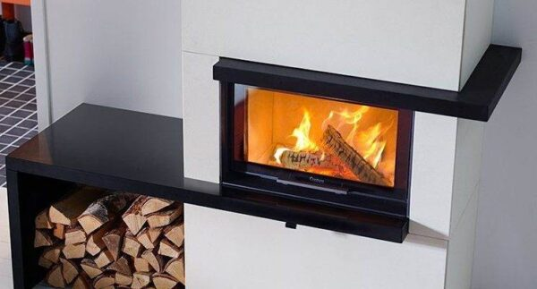 Contura i30 - Create your own fireplace with a high quality insert and generous expanse of glass. The Contura i30 fireplace insert has a straight door that must be lifted to be opened and closed. The efficient combustion technology quite simply gives more heat from the wood.