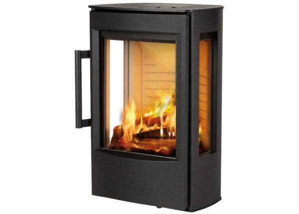 Wiking Miro 1 - Through WIKING Miro's broad side glass and the large glass pane in the sturdy cast iron door, there is ample opportunity to watch the flames in the open and bright combustion chamber. Slightly slanted angles at the back enhance the looks of WIKING Miro - not only on an even wall, but also in a corner.