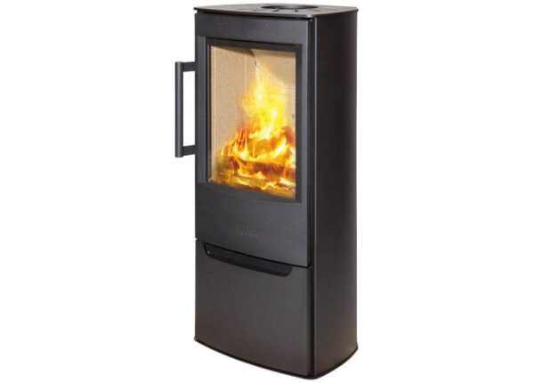 Wiking Miro 4 - Through WIKING Miro's broad side glass and the large glass pane in the sturdy cast iron door, there is ample opportunity to watch the flames in the open and bright combustion chamber. Slightly slanted angles at the back enhance the looks of WIKING Miro - not only on an even wall, but also in a corner.