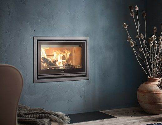 Contura i7 - The Contura i7 is the cassette model of the 300 series. The i7 allows you to customise your fireplace exactly as you want it. Place it inside a fireplace that you design yourself or, as illustrated, create your own unique solution. The Contura i7 is black and available with a glass or cast-iron door and steel frame.